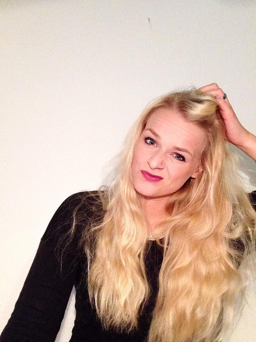Schönheitsideal-spieglein-swanted-blonde-haare