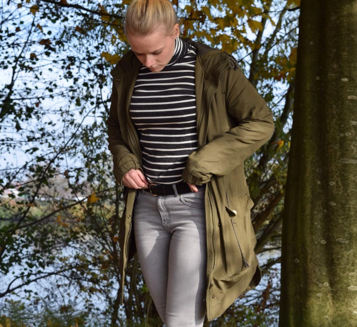 gestreifer-rollkragenpullover-graue-jeans-parka-swanted
