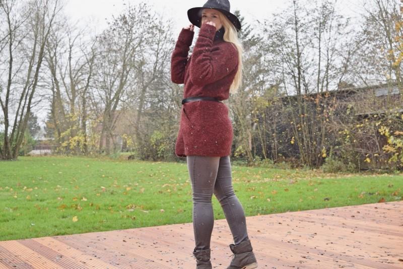 boho-cardigan-fedora-swanted-graue-jeans