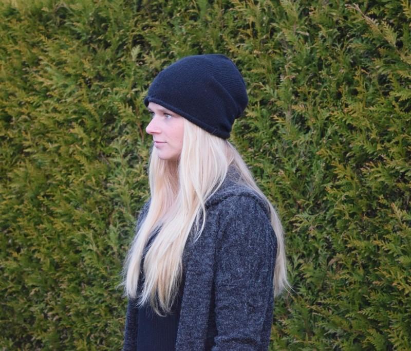 schwarze-mütze-swanted-blonde-haare