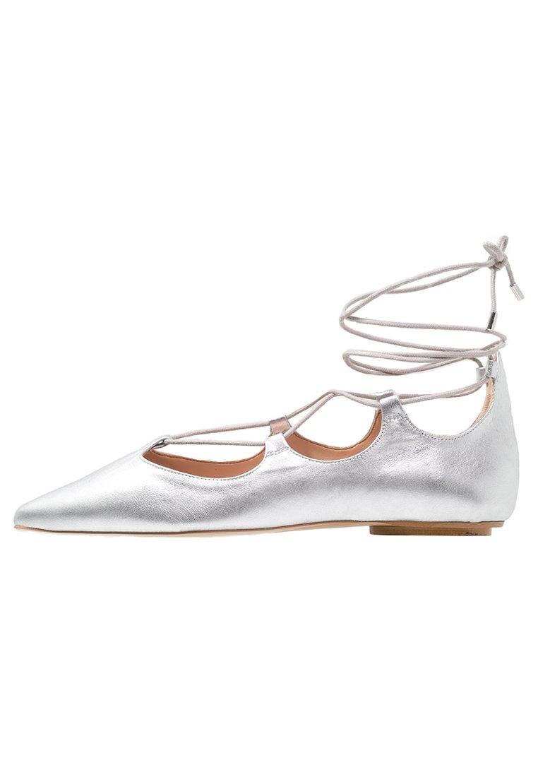 ballerina-schuhe-modeklassiker-silber-swanted