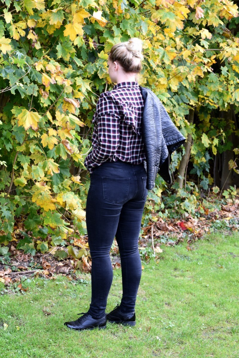 Volantbluse-Monki-H&M-Shaping-Jeans-Herbst-Swanted