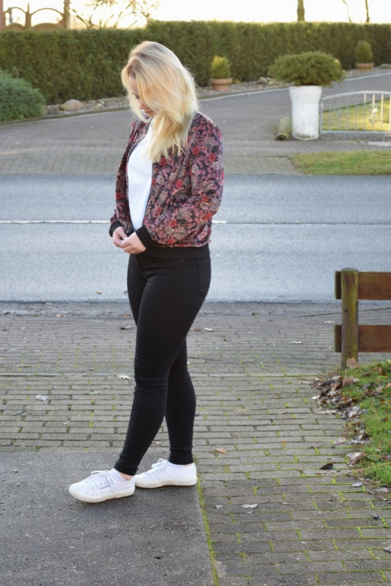 Samt-Herz-Swanted-Esprit-Outfit-Fashion