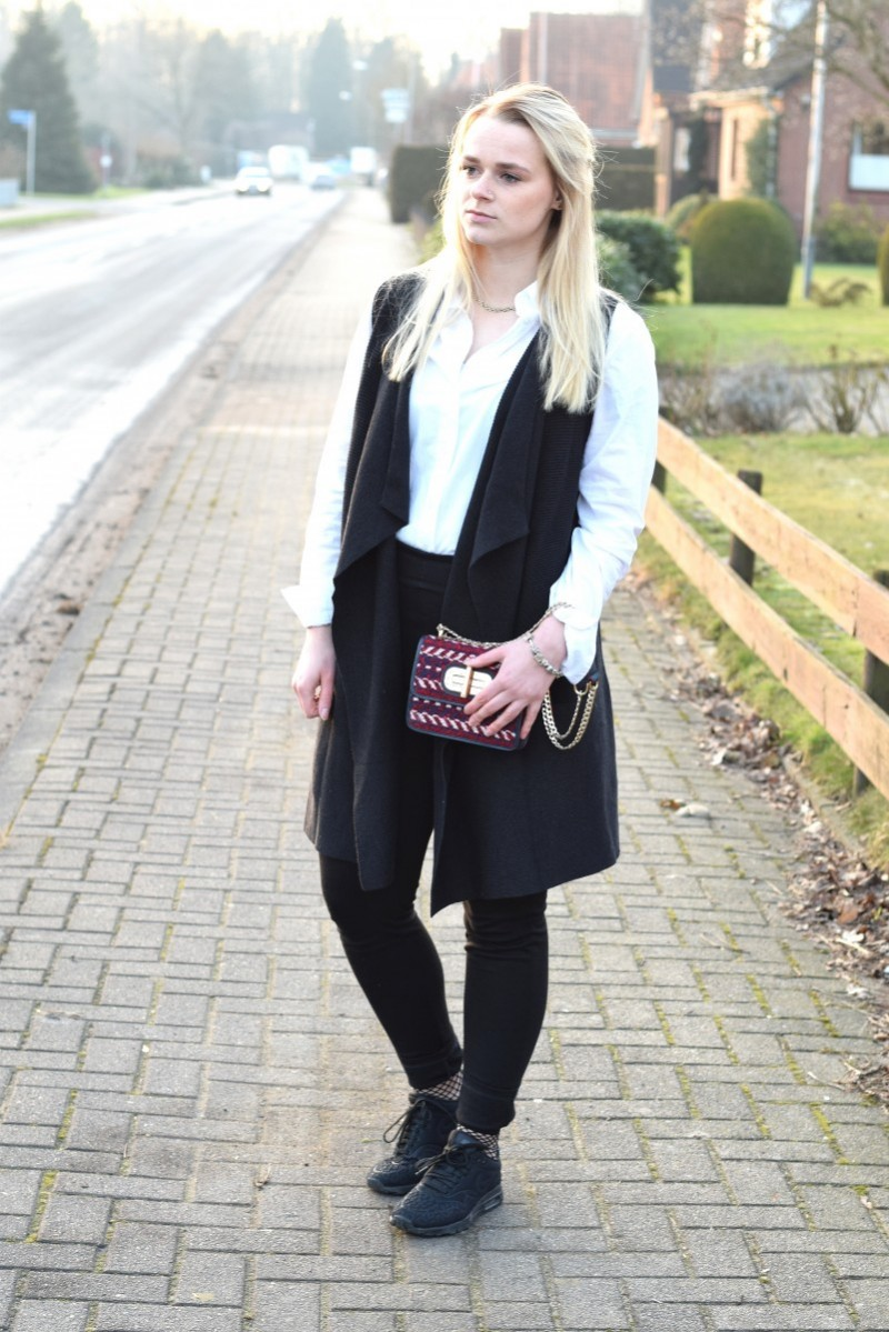 a pop of color-Swanted-outfit-fashion-tommy hilfiger-black and white