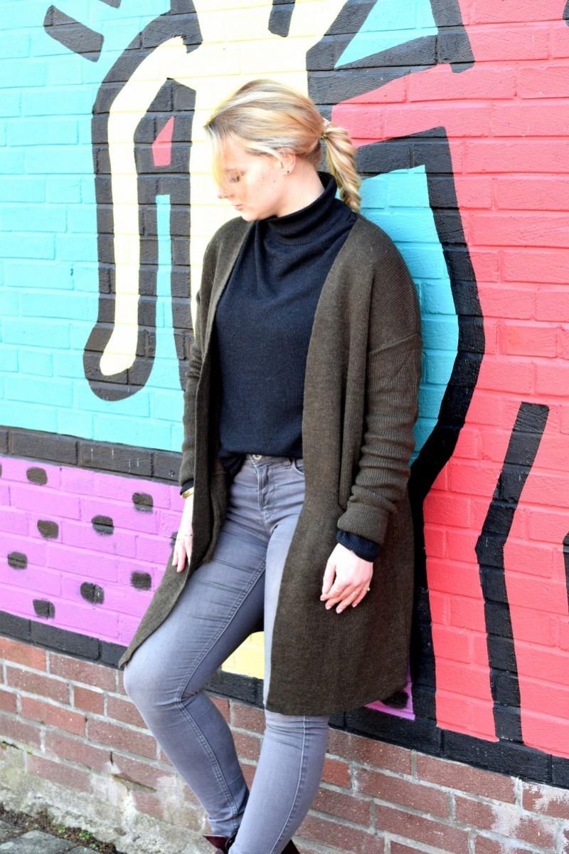 loyal sein-swanted-outfit-fashion-graffiti