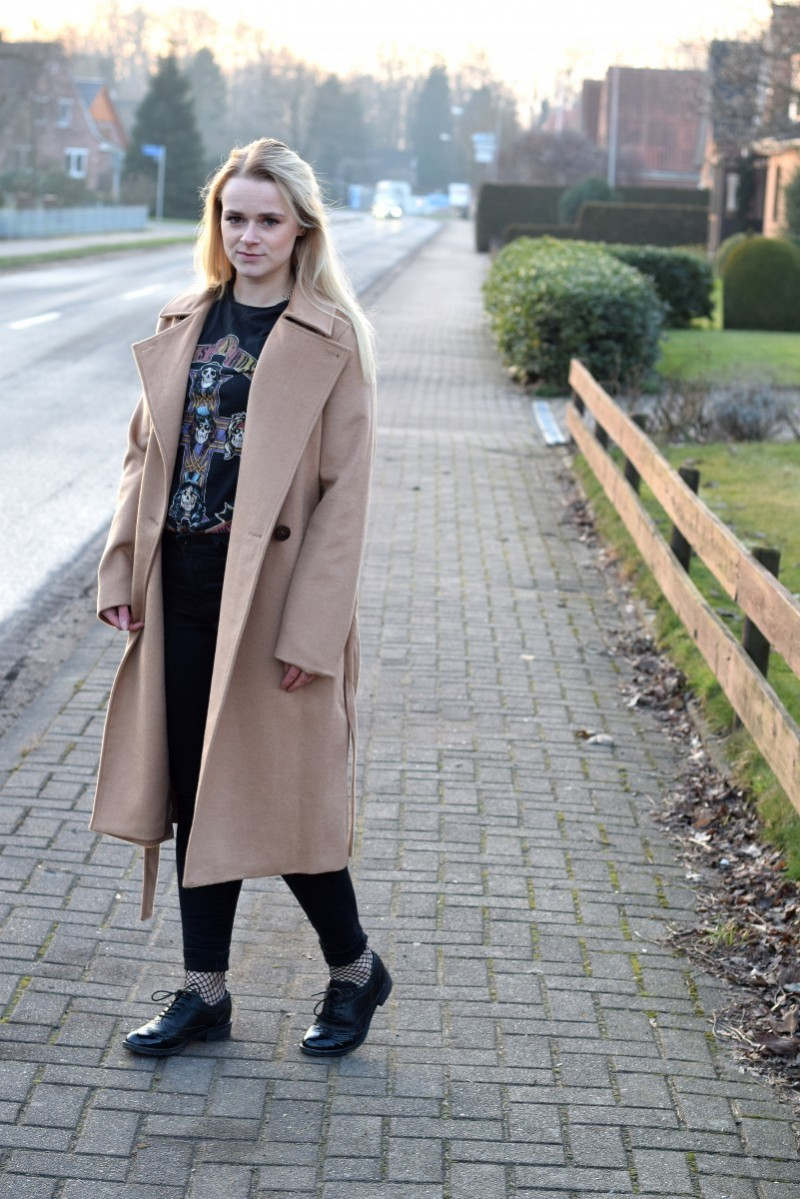 Camel-Coat-Mantel-neue Jahr-Guns n Roses-Swanted-Fashion-Outfit