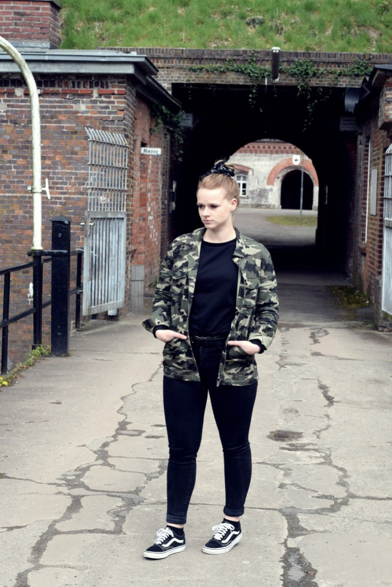 Outfit-Fashion-Military-Army-camouflage-Bandana-black-Swanted