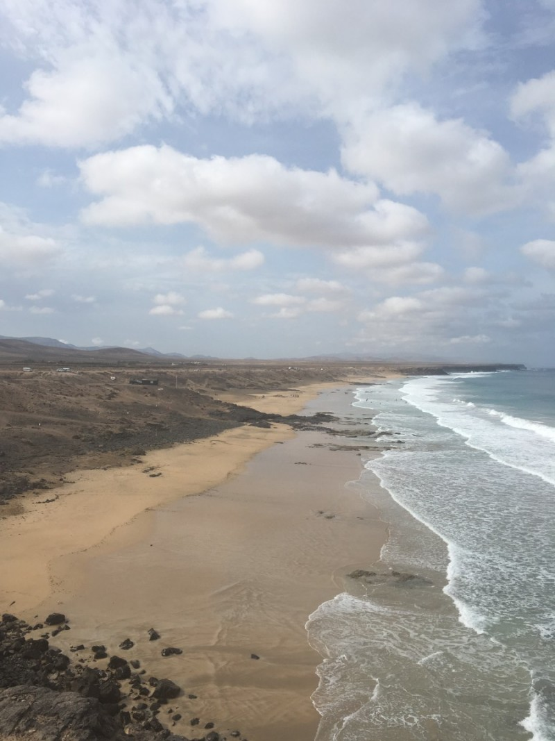 Beach-strand-fuerteventura-swanted-travel diary-sky-wolken-waves