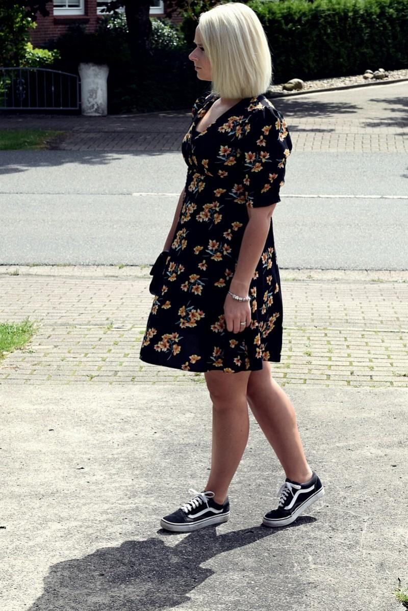 Blumenprint-primark-kleider-sommerkleid-longbob-swanted-fashion-outfit-swantje