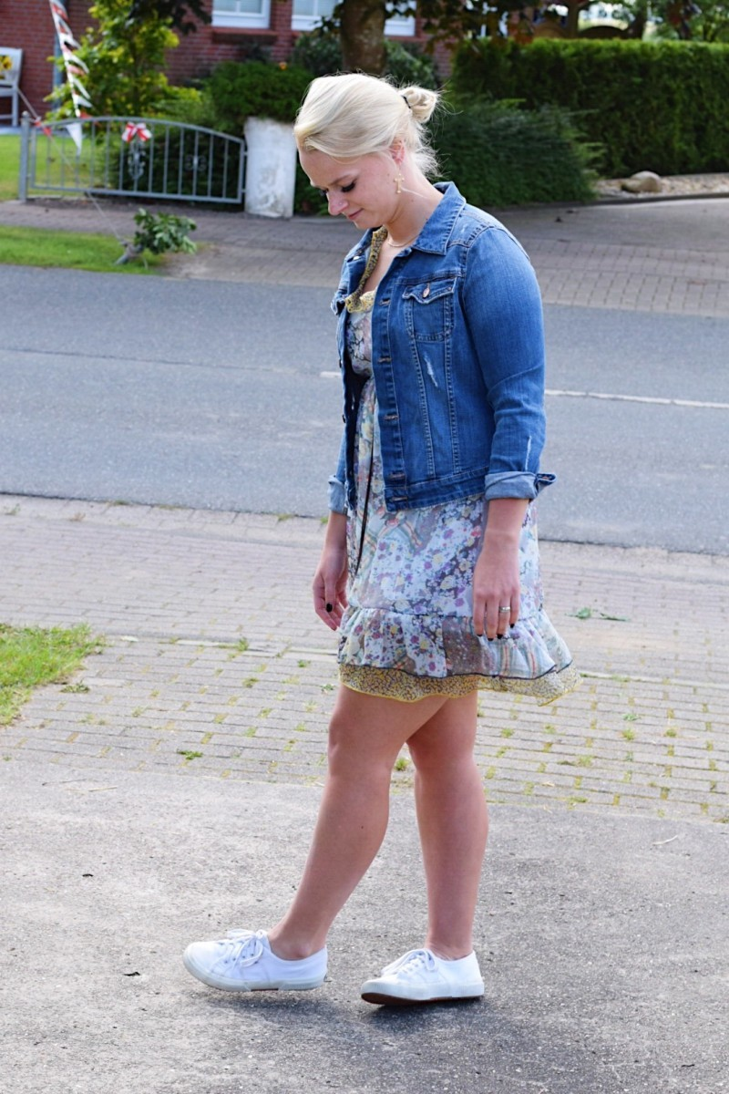 Outfit-Summer-Jeansjacke-Kleid-Vintage-Swanted-Fashion