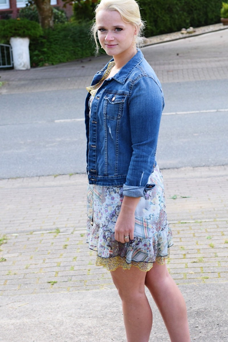 Outfit-Summer-Jeansjacke-Kleid-Vintage-Swanted-Fashion-Superga