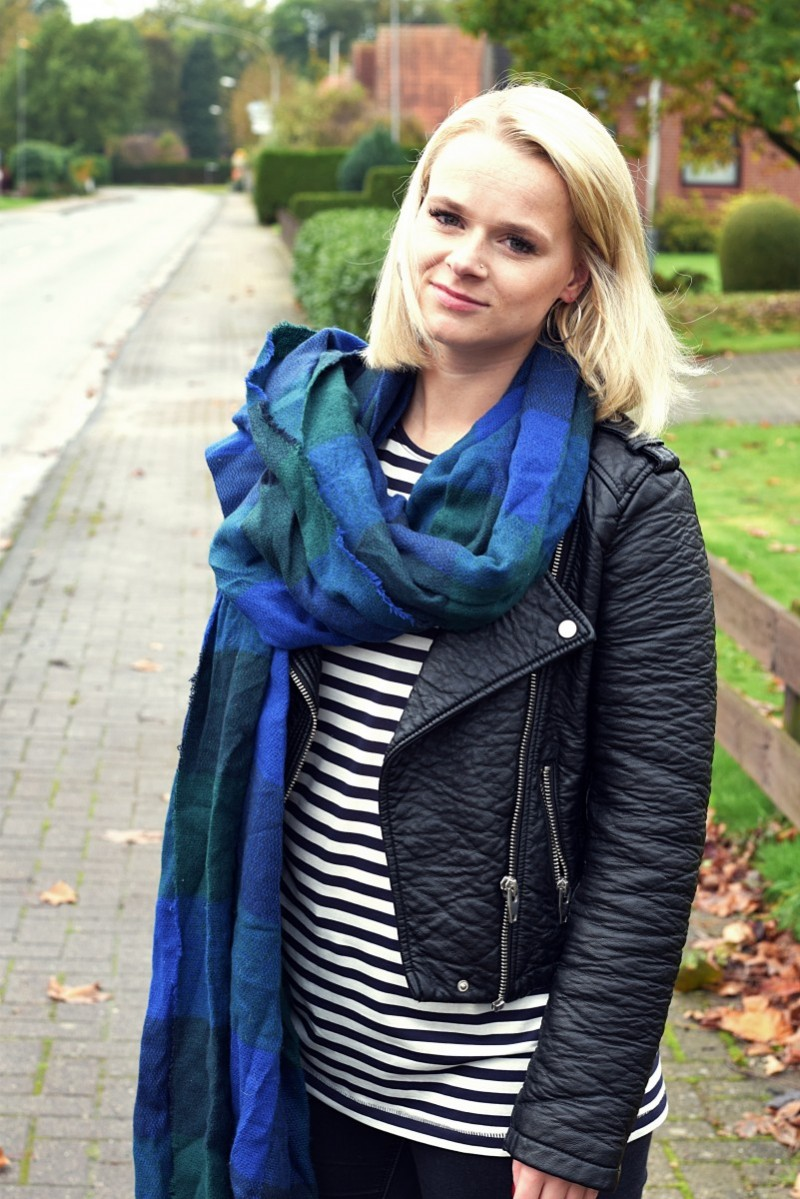 swanted-stripes-vans-leather jacket-scarf-longbob-outfit-fashion