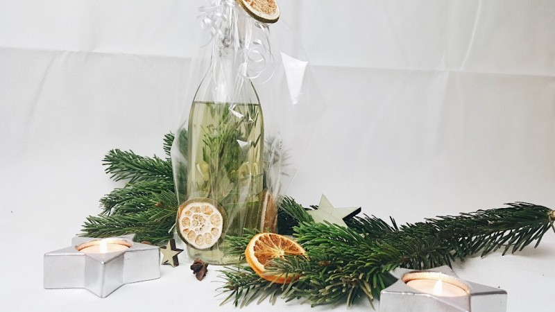 DIY-Geschenk-Christmas-Weihnachten-Swanted-Blog-Knoblauch-Rosmarin-Öl