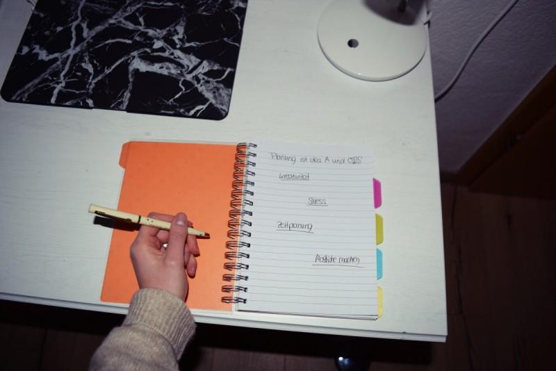 schreibtisch-workspace-arbeitsplatz-no stress-kreativität-swanted-besser planen im leben