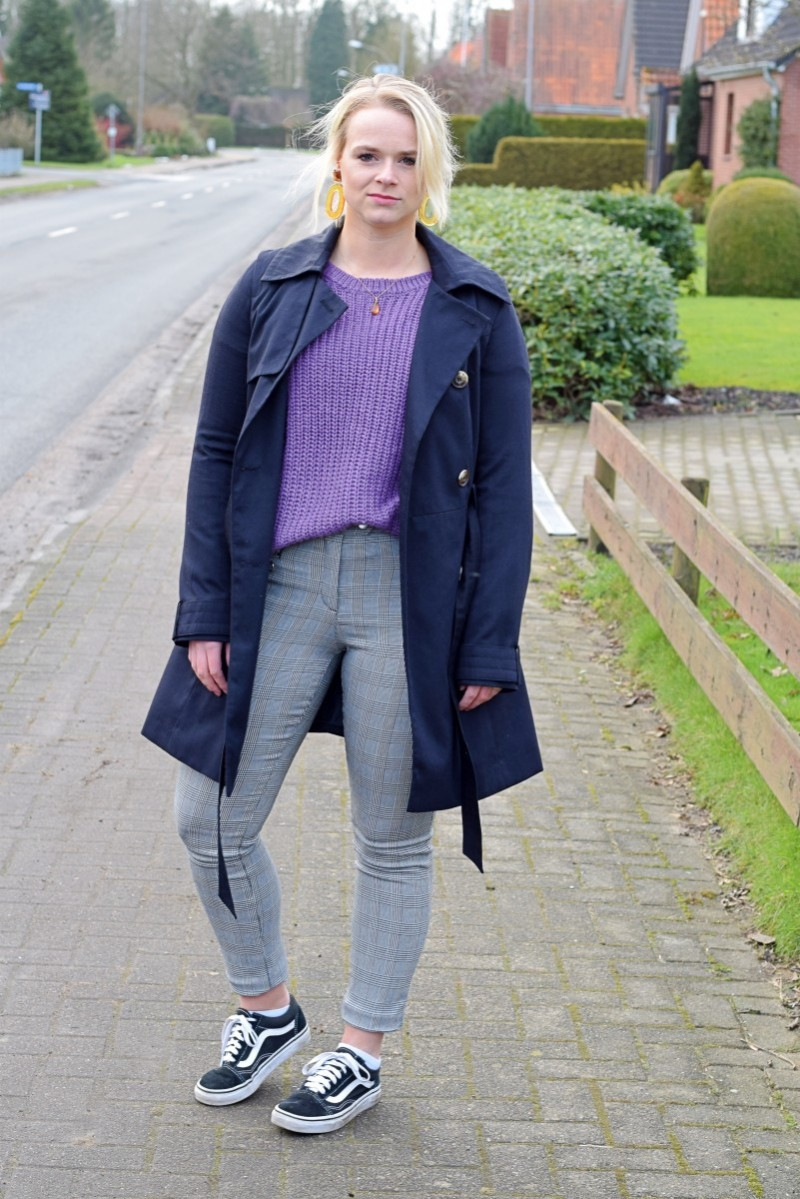 Swanted-Ultra Violet-Pantone-Blog-Outfit-Fashion-Style-Lila-Trenchcoat-karohose-vans