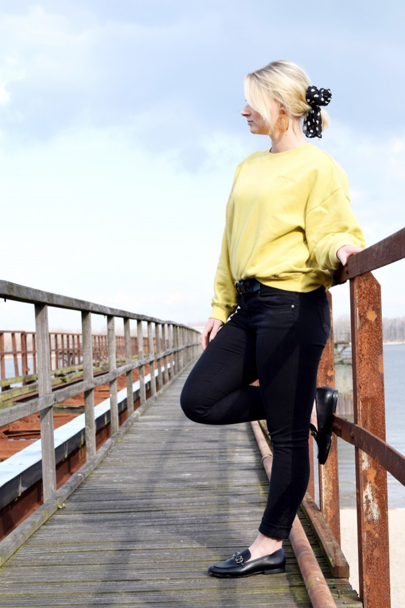 Outfit-Suchen-und-Finden-Fashion-Loafer-Jeans Fritz-yellow sweater-ootd-swanted