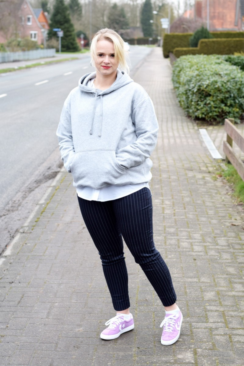 Outift-Fashion-Style-Swanted-Blog-Hoodie-Nadelstreifenhose-Converse