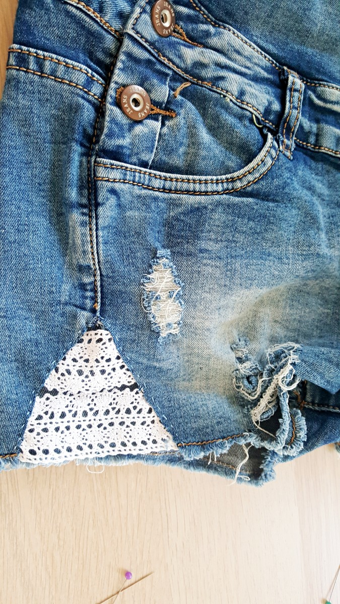 Jeans-Denim-Shorts aufpeppen-Spitze-DIY-Do it yourself-Swanted-Blog