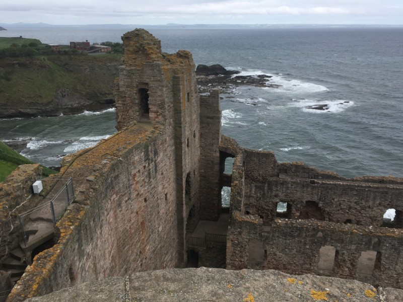 Schottland-Booking-Travel-Guide-Edinburgh-diary-Reisen-Swanted-scottish-skyline-city-harry potter-Tantallon Castle