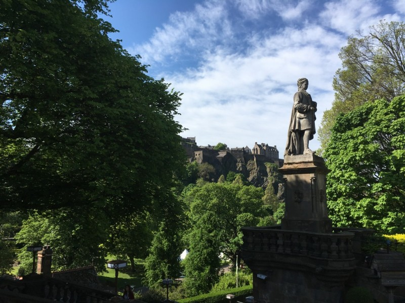 Schottland-Booking-Travel-Guide-Edinburgh-diary-Reisen-Swanted-scottish-skyline-city