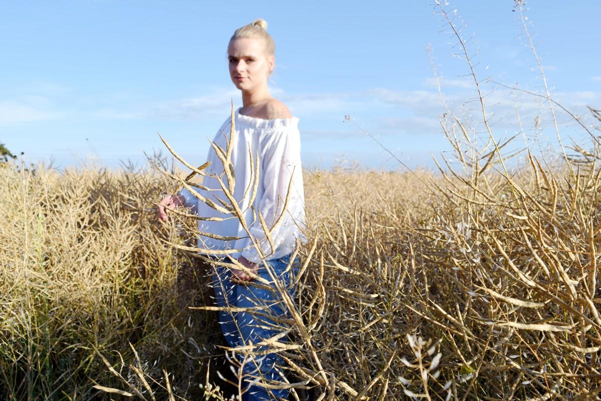 der mensch-fashion-outfit-ootd-summer-landschaft-bluse-nakd-ad-werbung-blond-swanted