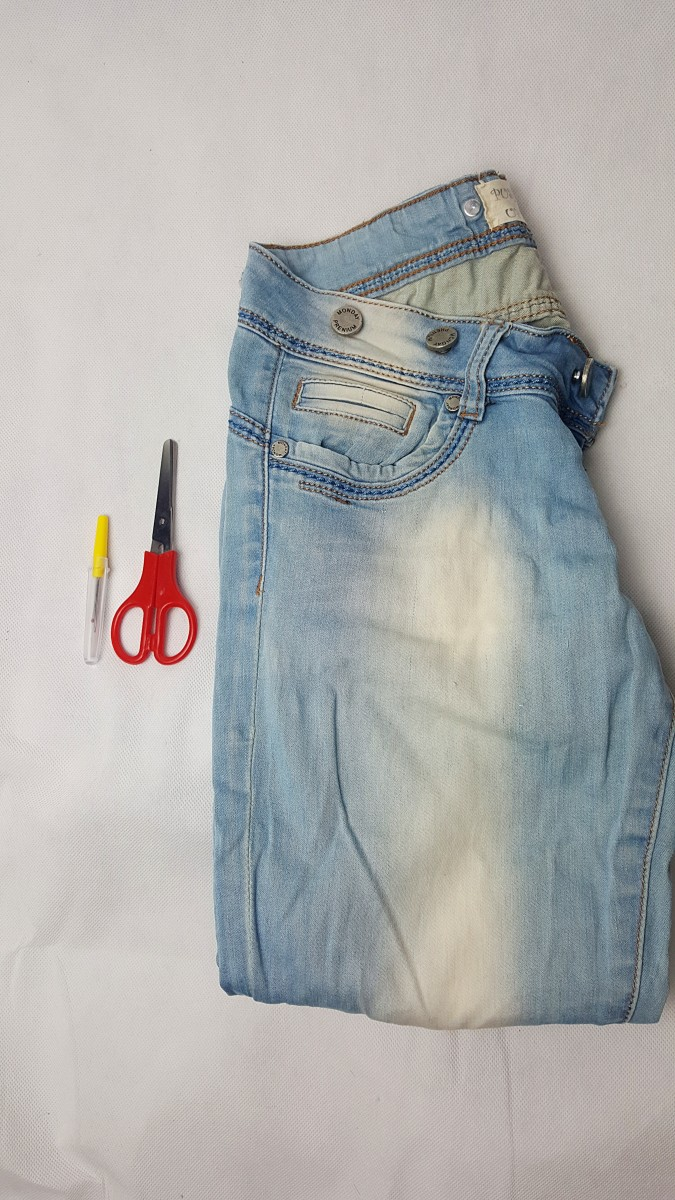diy tutorial destroyed jeans selber machen swanted. Black Bedroom Furniture Sets. Home Design Ideas