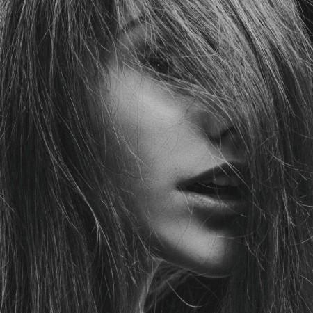 statisch aufgeladene Haare-Beauty-Haarpflege
