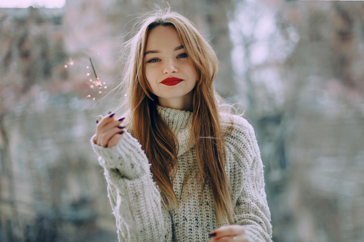 CHRITMAS-rottöne-fest-lippen-lippenstift-weihnachten