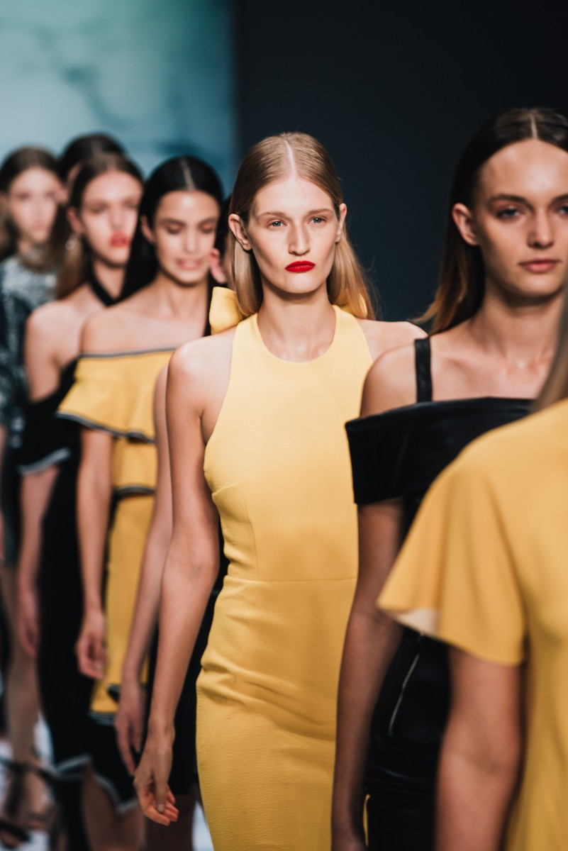 FASHION WEEK-FASHION-STYLE-PRETAPORTER-YELLOW-MODELS-SWANTED-MAGAZINE