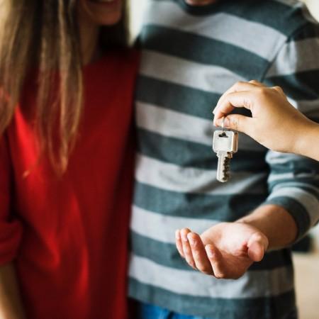 erste gemeinsame wohnung-living-paar-couple-wohnung-zusammenziehen-swanted-lifestyle-beziehung