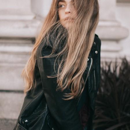 fashion-schönsten lederjacken-style-lederjacke-spring-swanted-magazine-long hair-girl-übergang