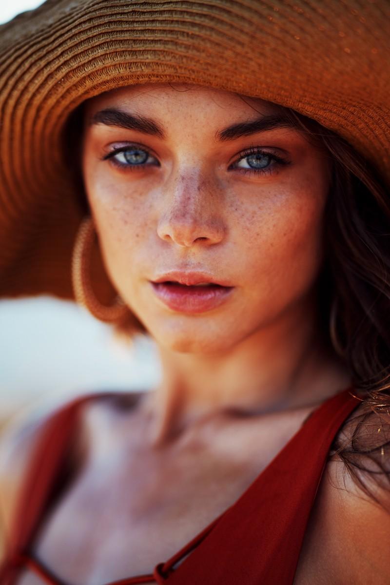 eyes-augen-kontaktlinsen-woman-swanted-beauty-trend-magazine-spring-frühling