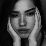 Fake Freckles: Falsche Sommersprossen schminken – So geht's!