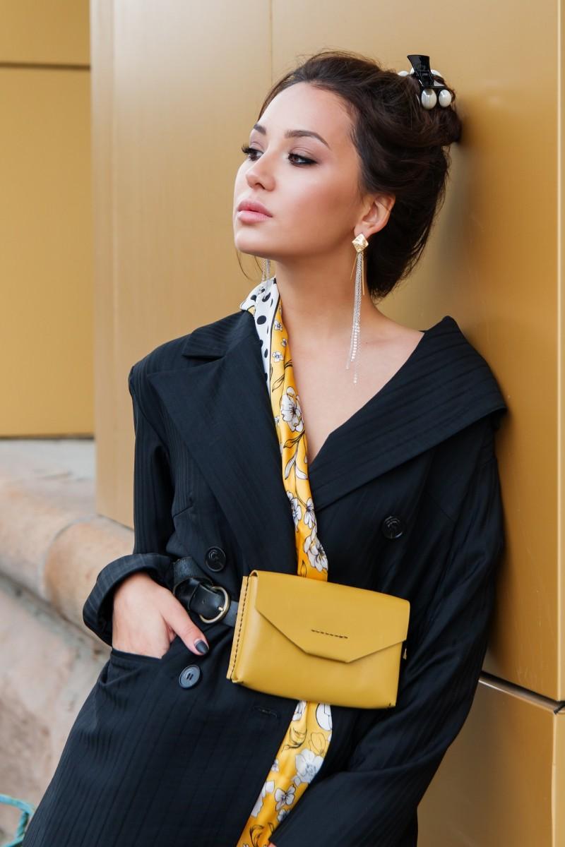 gelbe tasche-handtasche-swanted magazine-die farbe gelb-summer-fashion trend 2019-yellow